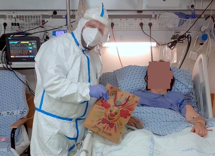 """משלוח מנות לחולי קורונה (צילום: עמותת """"ימין סעד"""")"""