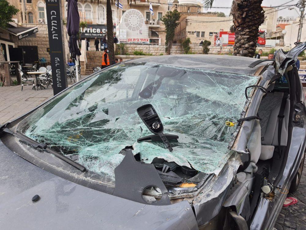 אשה נהרגה בתאונת דרכים ברחוב נתנזון בחיפה (צילום: כבאות והצלה)