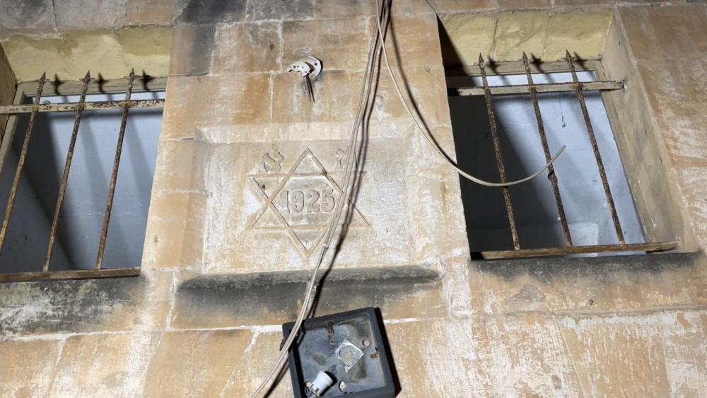 בית אבן ועליו חקוק מגן דוד • החצר האחורית של החצר האחורית של חיפה | סיור מצולם בעקבות הפשיעה והביטחון האישי (צילום: ירון כרמי)
