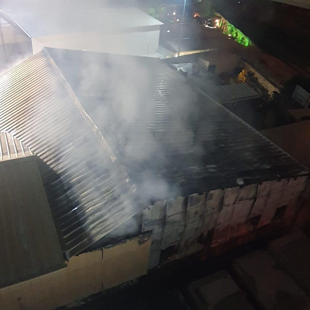 שרפה במוסך בקריית חיים (צילום: כבאות והצלה)