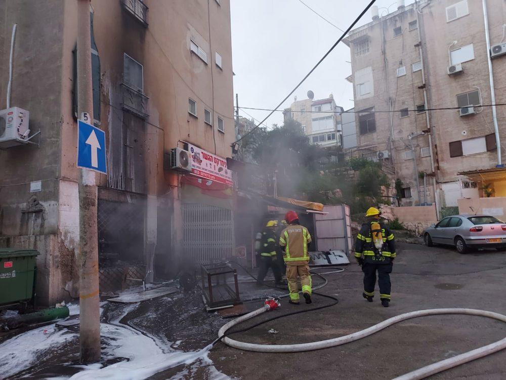 שריפה בחנות ברחוב הגיבורים בחיפה 2/3/21 (צילום: כבאות והצלה)