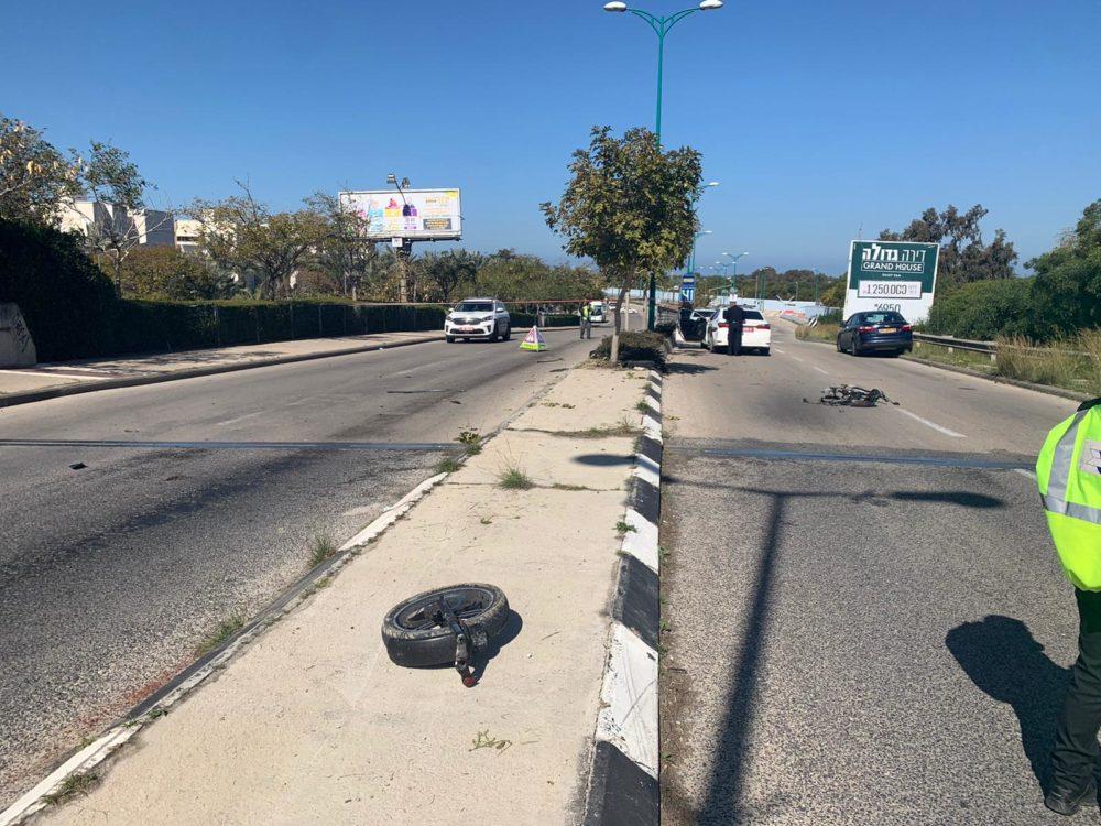 זירת התאונה - רוכב האופניים נהרג (צילום: דוברות המשטרה)