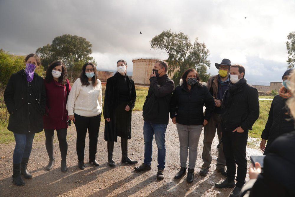 """יו""""ר מפלגת העבודה מרב מיכאלי עם לזימי ושפע מהעבודה ופעילי סביבה (צילום: רועי הרצליך)"""