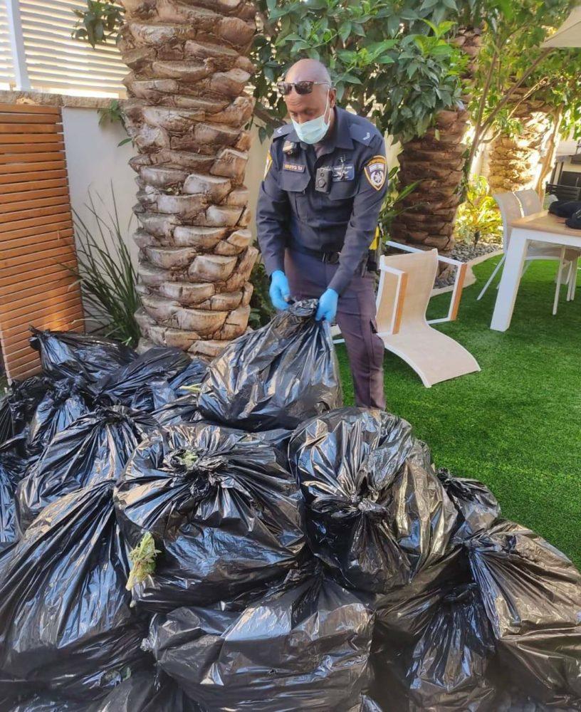שקיות הסמים שנתפסו (צילום: דוברות המשטרה)