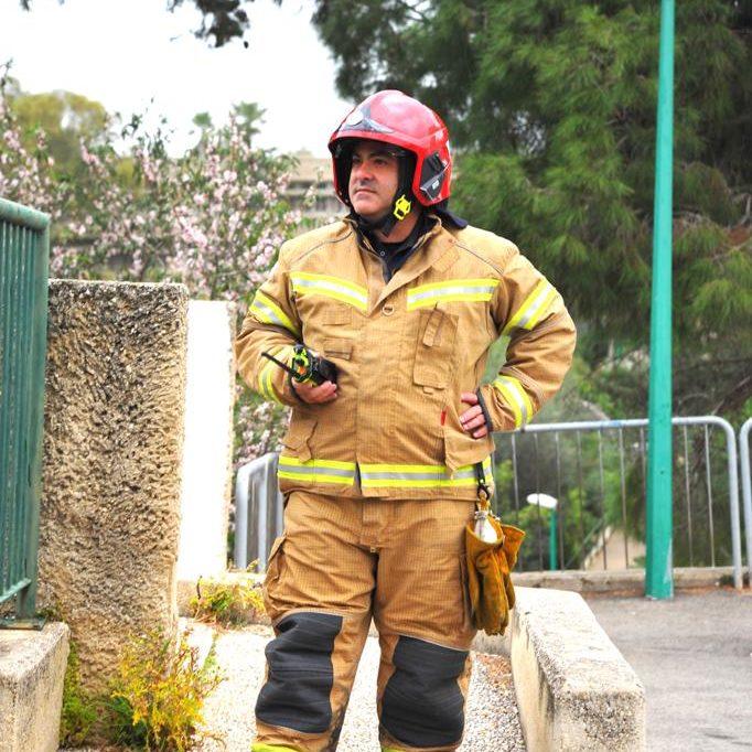 שרפה מעל גן ילדים (צילום: כבאות והצלה)