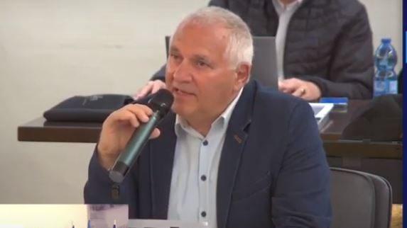 אביהו האן - בישיבת מועצת העיר (צילום מסך: עיריית חיפה)