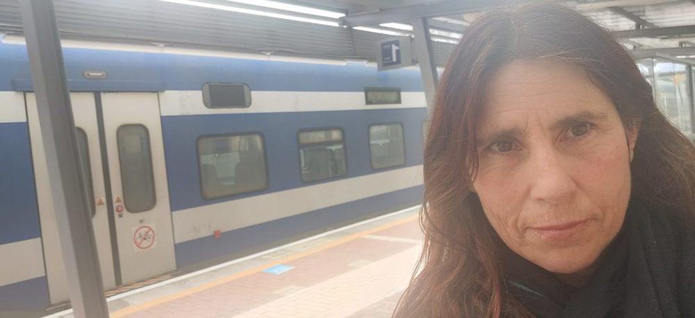 איריס האן בתחנת רכבת (צילום עצמי)