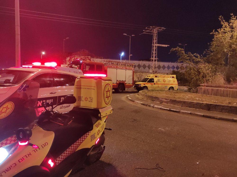 """גבר נהרג על פסי הרכבת בחיפה (צילום: מד""""א)"""