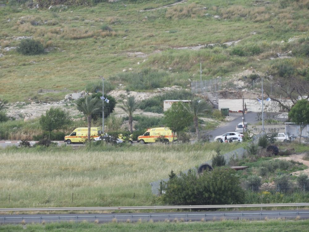 רצח בכפר איבטין - הרוג ושני פצועים באירוע אלים (צילום: איחוד הצלה)