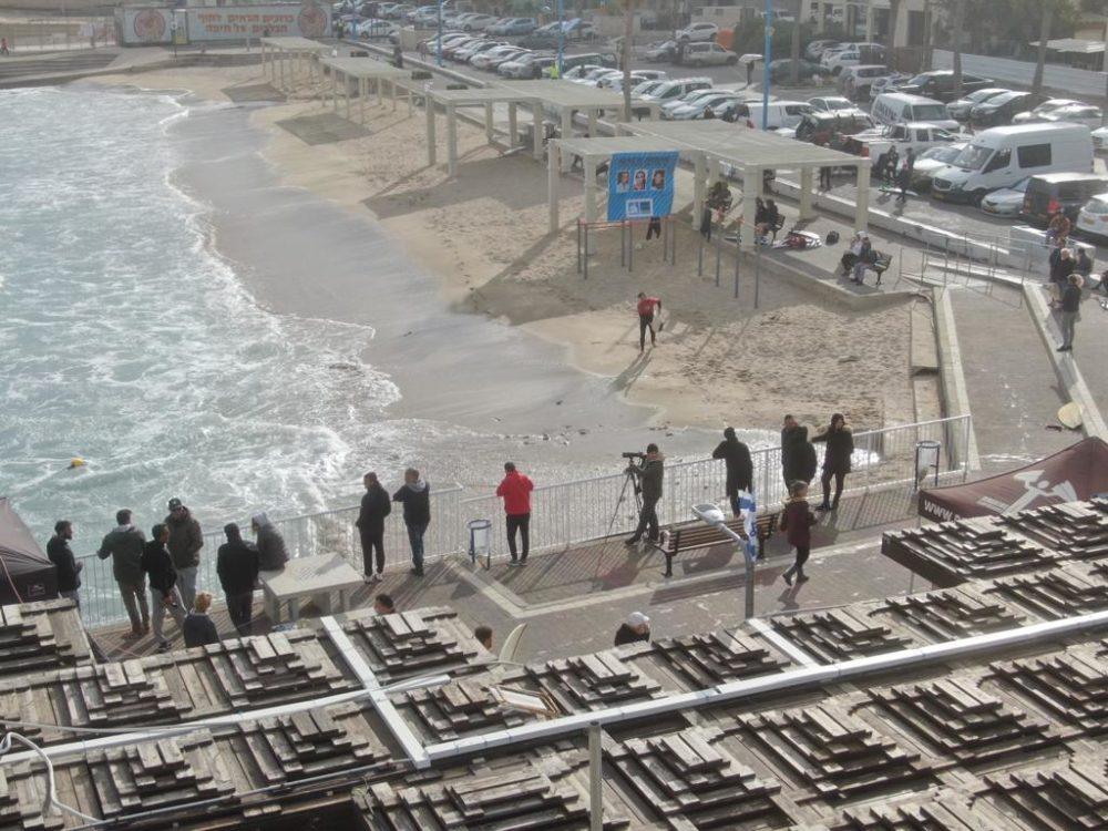 תחרות גלישת גלים בק דור פרו בחיפה (צילום רחפן מאת מרום בן אריה)