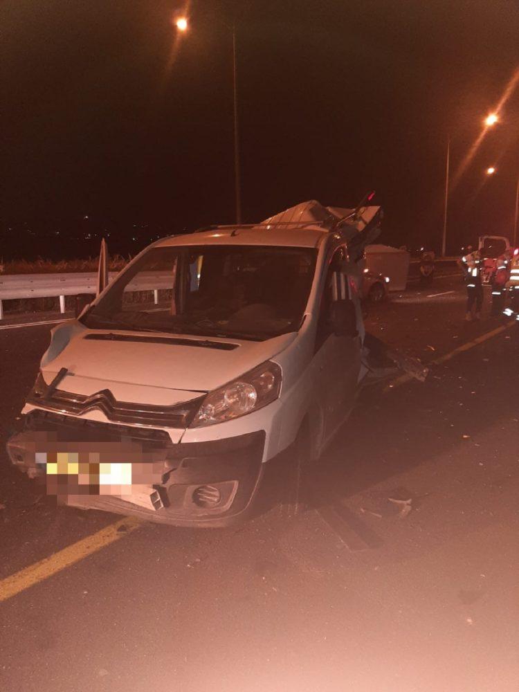 תאונת דרכים (צילום: כבאות והצלה)