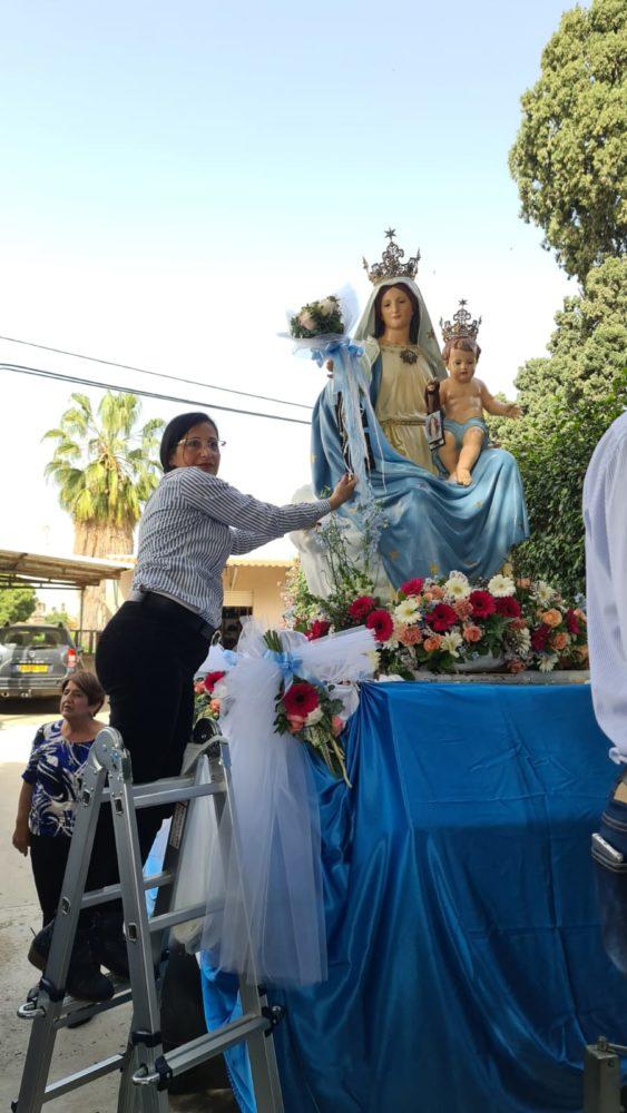 תהלוכת מריה הקדושה (צילום: מהידה כרכבי עבוד מרכז הפרחים)