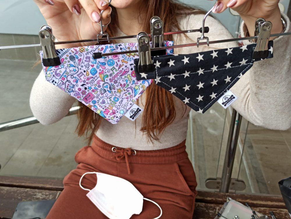 טל, יוצרת בגדים ואקססוריז, למשל בנדנות (צילום: אורלי גרוסמן)