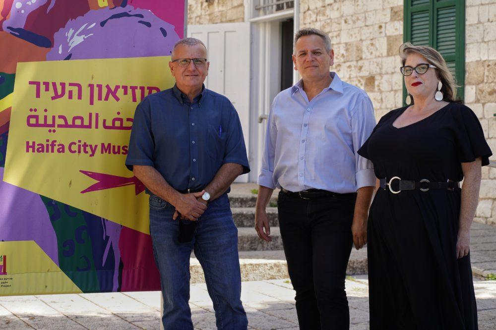 """יו""""ר מר""""צ ניצן הורוביץ בתערוכת """"מה יגידו השכנים"""" במוזיאון העיר חיפה (צילום: ג'ני כצנר)"""