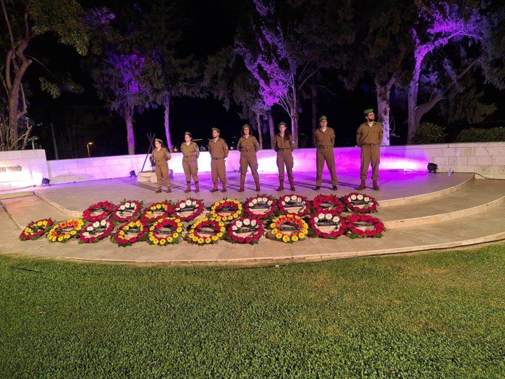 הטקס המרכזי בחיפה • ערב יום הזיכרון לחללי מערכות ישראל ולנפגעי פעולות האיבה - גן הזיכרון (צילום: יוסף הירש)