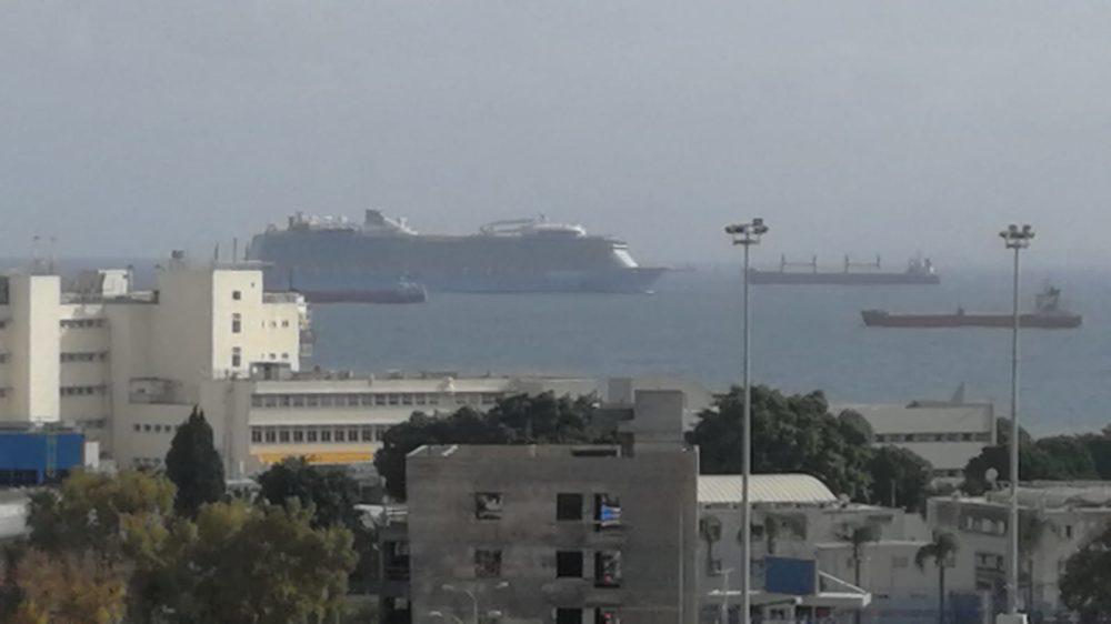 הרויאל קריביאן נכנסת לנמל חיפה (צילום: יבגני נגאי)