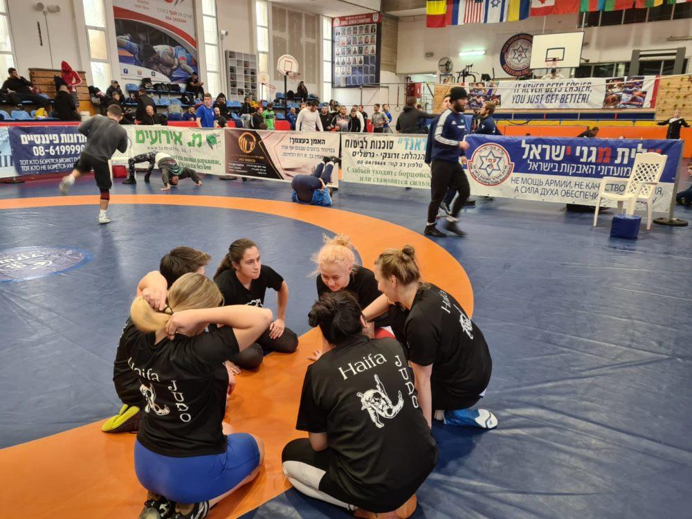 בנות מועדון ההיאבקות יוניפייט - מקום 1 (צילום: אילנה קרטיש)