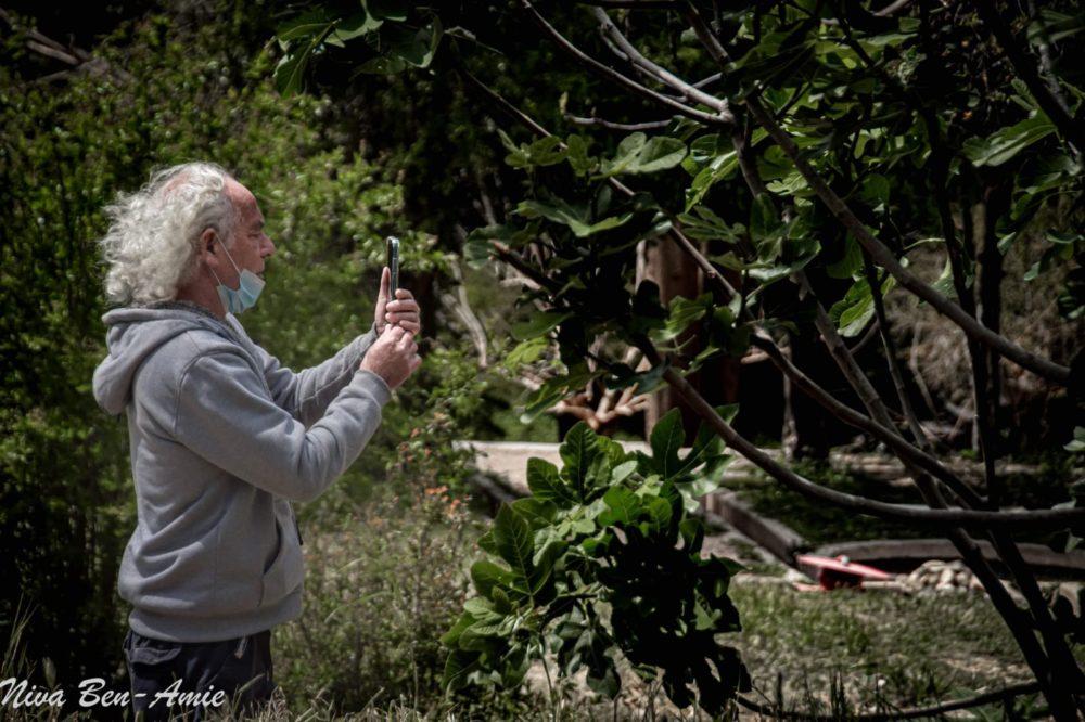אייל פרידלנדר בבוסתן כיאט (צילום: ניבה בן עמי)