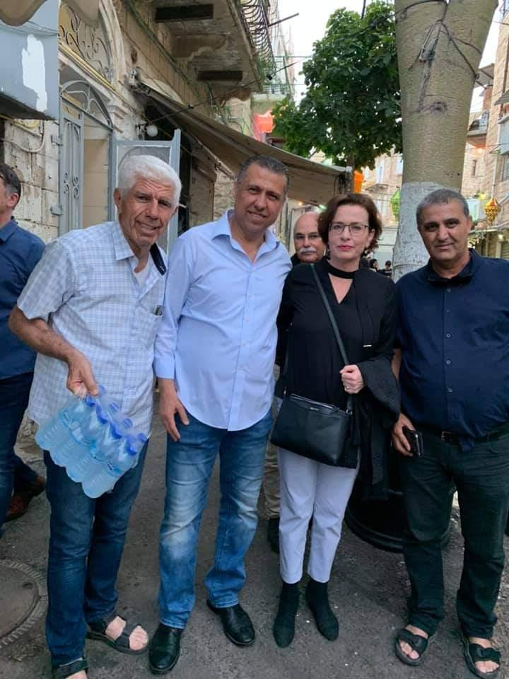 עינת קליש רותם, נחשון צוק ופעילי שכונת ואדי ניסנאס (צילום: המרכז הקהילתי אחווה)