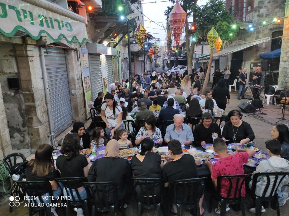 ארוחת האיפאר הקהילתית בואדי ניסנאס (צילום: המרכז הקהילתי אחווה)