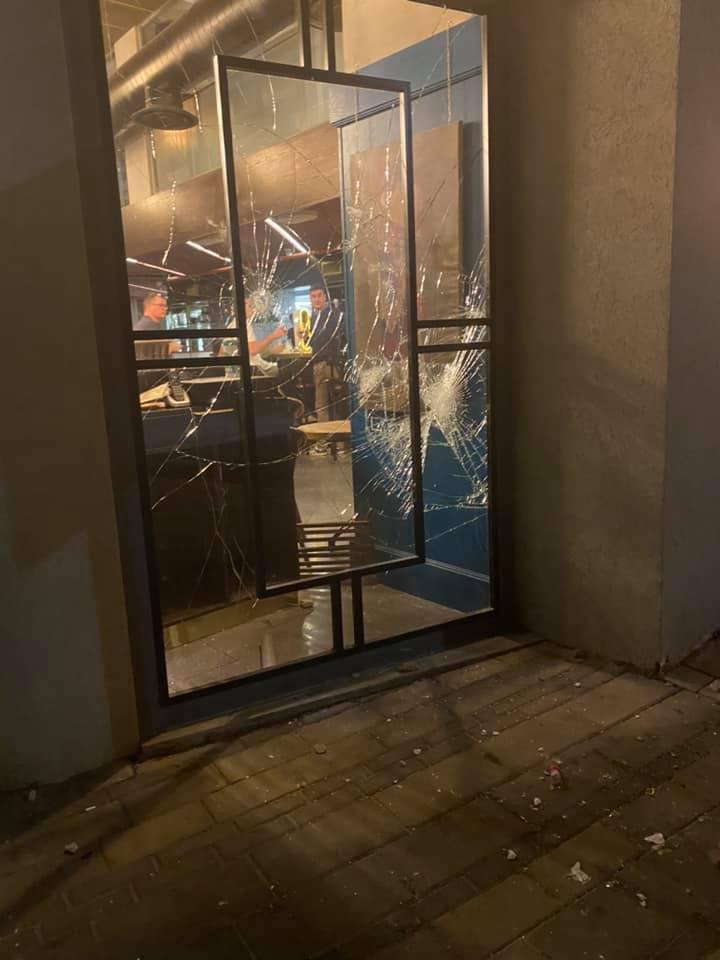 התקפת פורעים ערבים על מסעדת סנגריה ומלון דיאנה (צילום: רשתות חברתיות - לפי חוק זכויות יוצרים סעיף 27א')