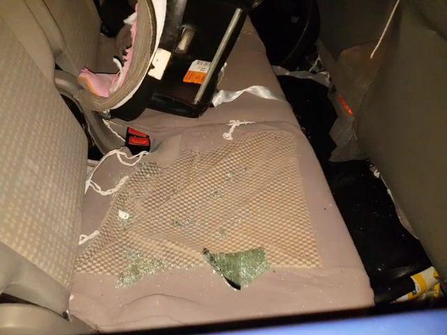 תושב חיפה הותקף באבנים עת שנהג ברכבו (צילום: חי פה)