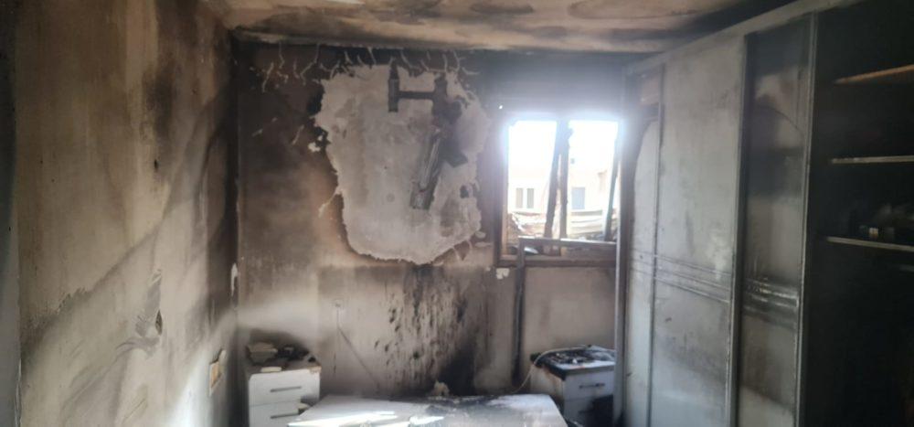 שריפה בחדר שינה בדירת מגורים בחיפה (צילום: כבאות והצלה)