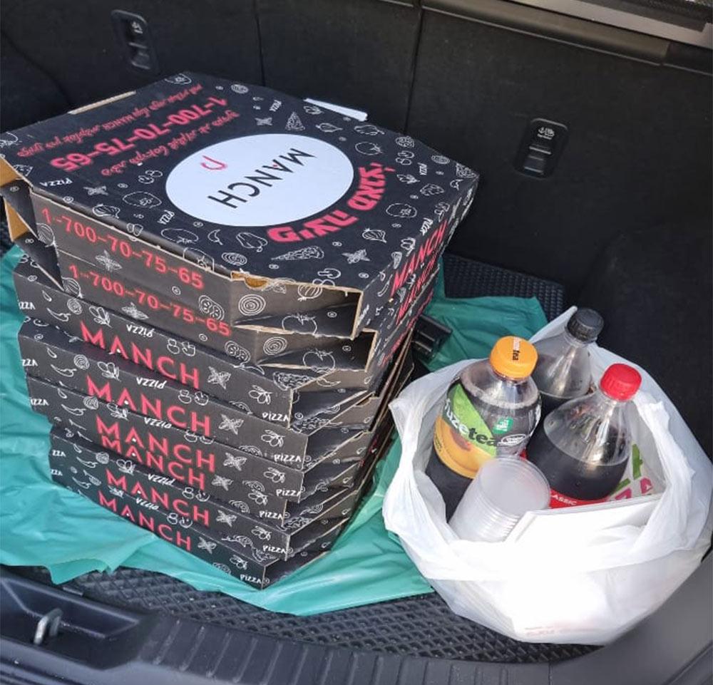 """פיצות ושתיה - """"מלאכי כוחות הביטחון"""" אוספים מזון איכותי בחיפה ומכינים פריסה לשוטרים במוקדי המהומות בשטח (אלבום אישי)"""