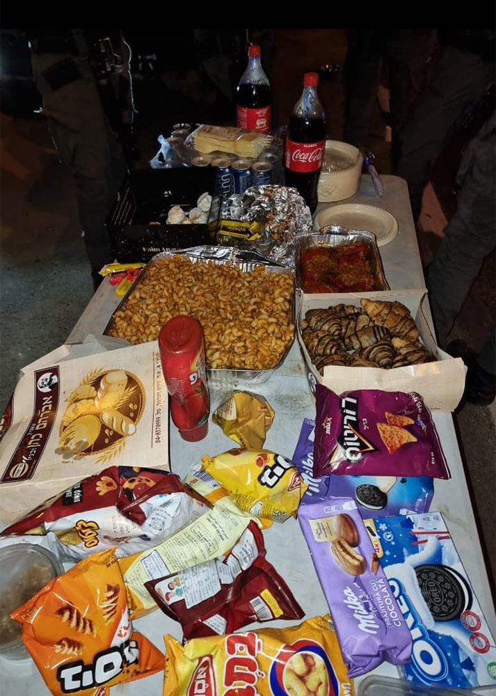 """""""מלאכי כוחות הביטחון"""" אוספים מזון איכותי בחיפה ומכינים פריסה לשוטרים במוקדי המהומות בשטח (אלבום אישי)"""