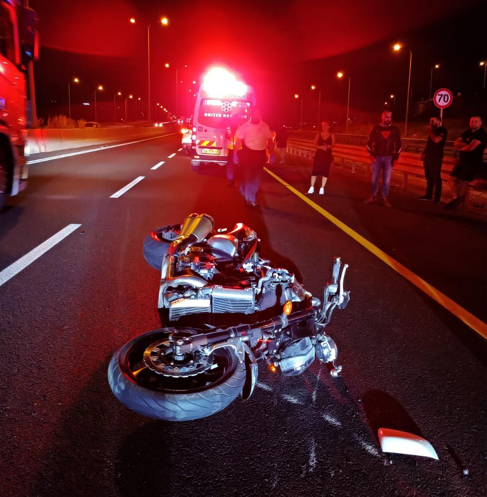 רוכב אופנוע נהרג בכביש 70 סמוך למחלף שער העמקים (צילום: איחוד הצלה)
