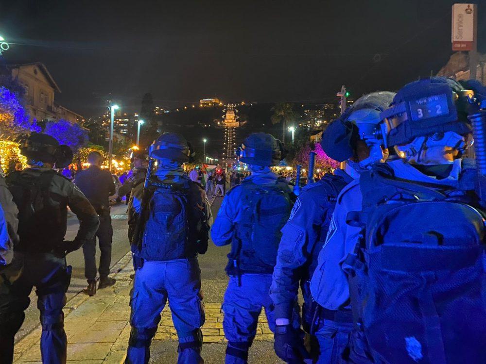 אלימות בהפגנה לא חוקית והנפת דגלי פלסטין במושבה הגרמנית בחיפה (צילום: משטרת ישראל)