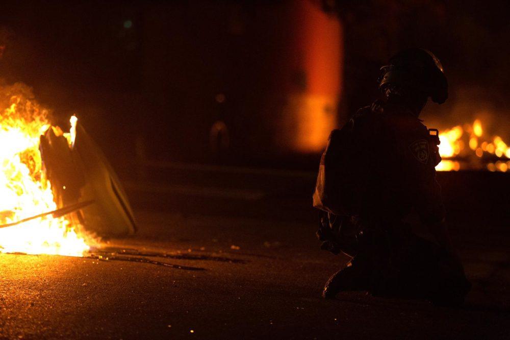 אש ברחובות חיפה - התפרעות פרו-פלסטינית בשדרות בן גוריון 11/5/21 (צילום: שי רגב)