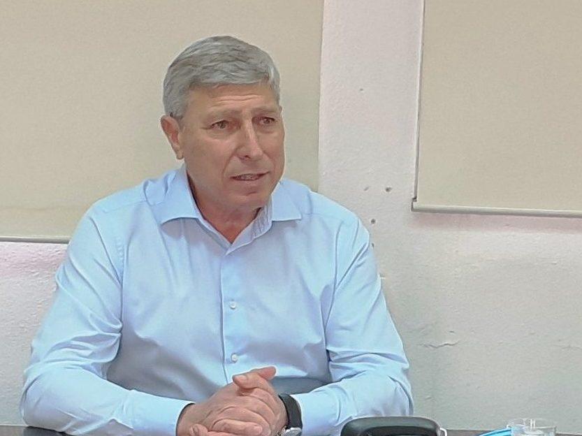 יעקב פרץ ראש העיר שיחת זום (צילום: עיריית קריית אתא)