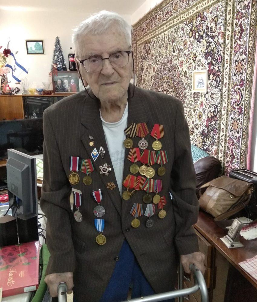 גיאורגי גינזבורג, וטרן בן 103 (צילום: אירינה בורולב)