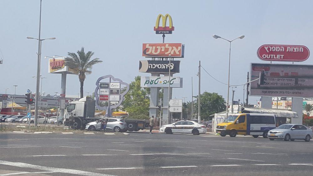 תאונת דרכים בחוצות המפרץ (צילום: יניב קרניאל)