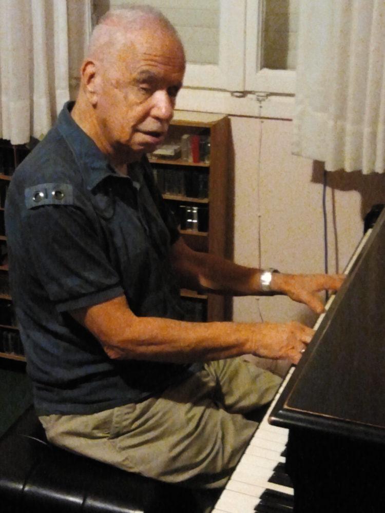 """רם דע עוז ז""""ל, מלחין ומכוון פסנתרים ידוע (מתוך האתר של רם דע עוז)"""