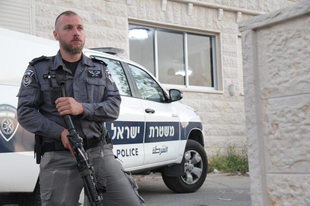 שוטר מאבטח (צילום: משטרת ישראל)