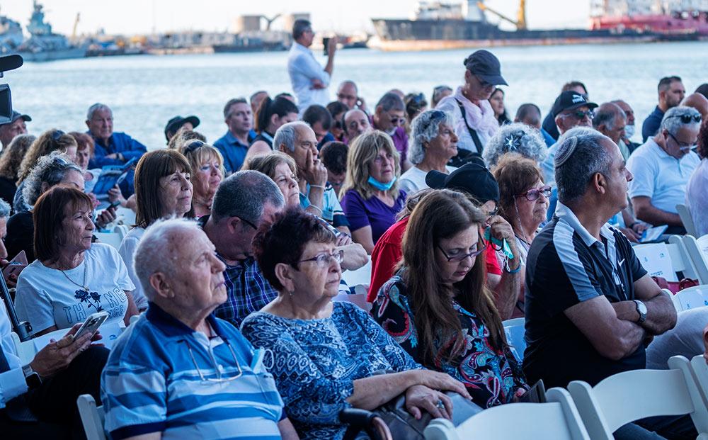 משפחות הנופלים בטקס חנוכת רציף אלטלנה בנמל חיפה (צילום: ירון כרמי)