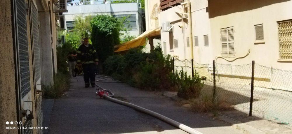 שריפה במבנה מגורים ברחוב הגליל בשכונת נווה שאנן בחיפה (צילום: חגית אברהם)