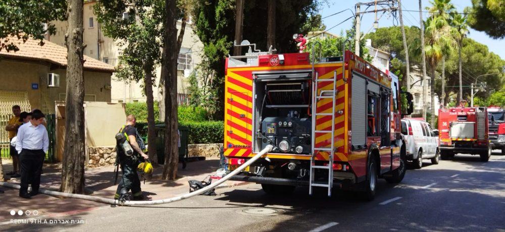 כבאית - שריפה במבנה מגורים ברחוב הגליל בשכונת נווה שאנן בחיפה (צילום: חגית אברהם)