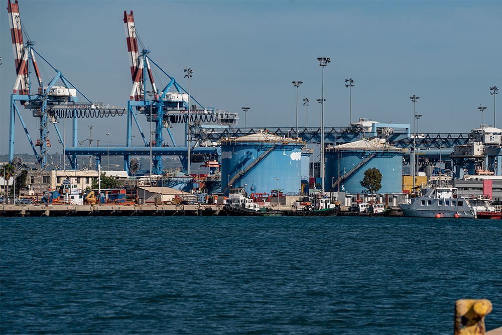 נמל חיפה מסוף הדלקים ליצוא (צילום: ירון כרמי)