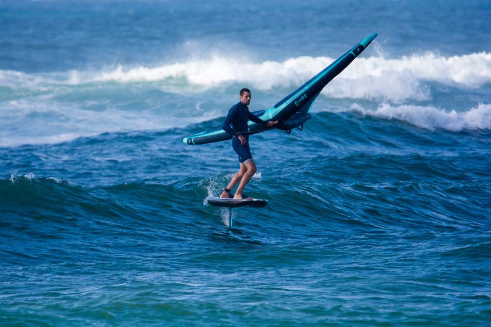 גד אבידור - ווינג סרף - Wing Surf • ענף גלישה חדש ומסקרן בחופי חיפה (צילום: גונן גוז)