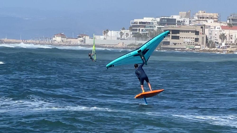 אמיר אבינועם - ווינג סרף - Wing Surf • ענף גלישה חדש ומסקרן בחופי חיפה (צילום: ירון כרמי)
