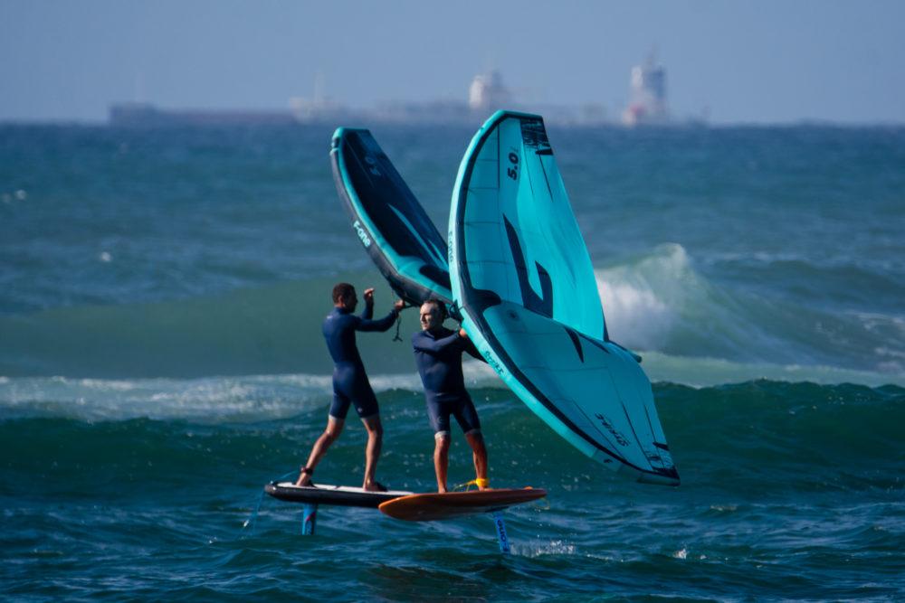 אמיר אבינועם וגד אבידור - ווינג סרף - Wing Surf • ענף גלישה חדש ומסקרן בחופי חיפה (צילום: גונן גוז)