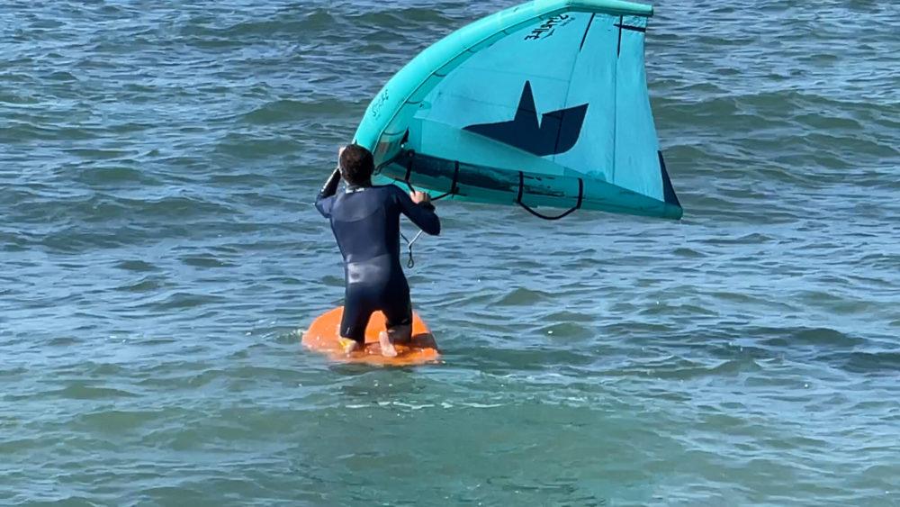 ככה ממריאים - מתחילים בישיבה - אמיר אבינועם - ווינג סרף - Wing Surf • ענף גלישה חדש ומסקרן בחופי חיפה (צילום: ירון כרמי)
