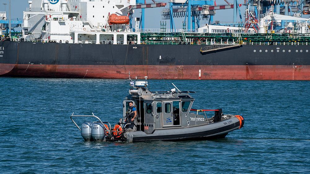 סירת צרעה - ביטחון נמל חיפה (צילום: ירון כרמי)