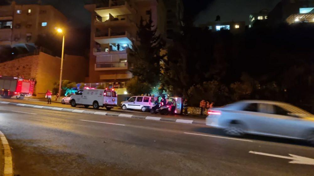 """רכב התהפך בפיק""""א בחיפה (צילום: גיא הולצמן)"""