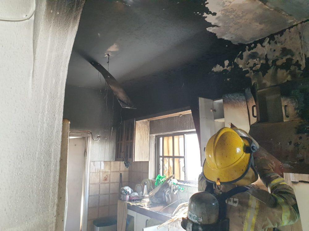 שריפה במבנה (צילום: כבאות והצלה)