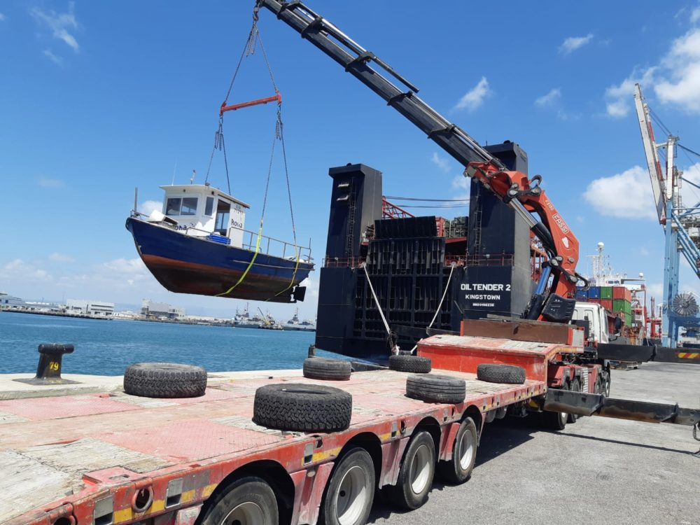 ספינה שהוחרמה לאחר שהופעלה בניגוד לחוק בעת עונת הרבייה של הדגים (צילום: רשות הטבע והגנים)