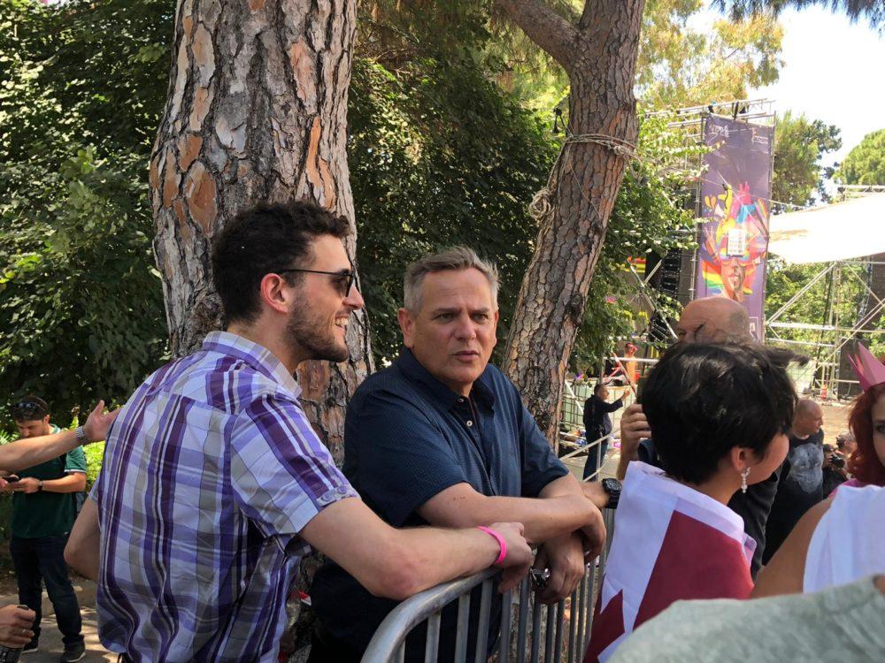 שר הבריאות ניצן הורוביץ, עם תבור להט ממועצת העיר חיפה • מצעד הגאווה בחיפה 2021 (צילום: עדן קליינמן)